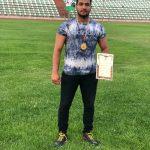 یارحسینی مدال طلای پرتاب وزنه را بر گردن آویخت